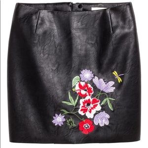 NWT H&M floral embroidered black mini skirt